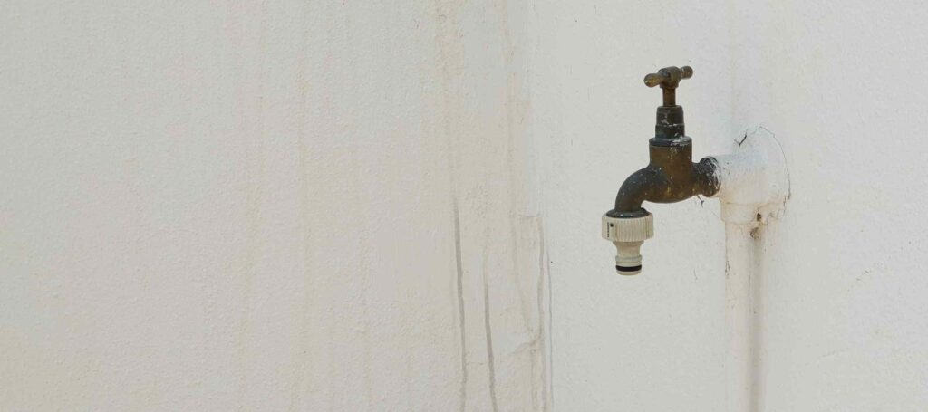 outdoor tap pipe plumbing